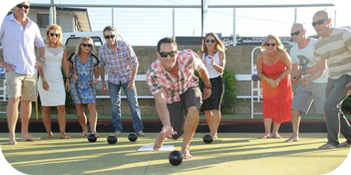 barefoot bowls crowd